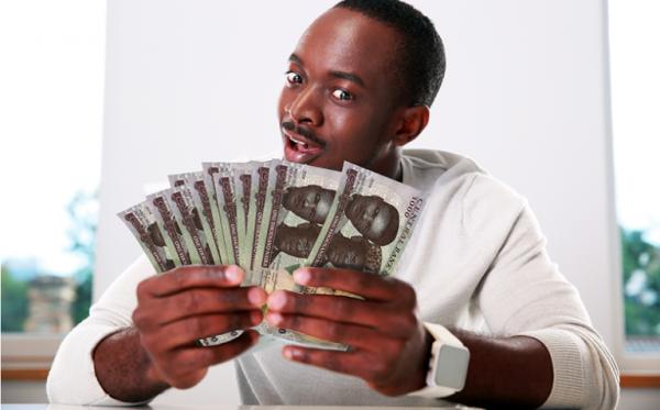 man-holding-naira